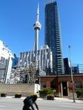Grattacielo a Toronto con la torre del CN Fotografie Stock Libere da Diritti
