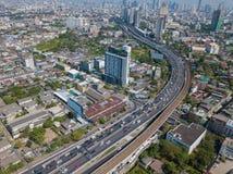 Gratte-ciel à Bangkok du centre avec le ciel bleu, Thaïlande photographie stock libre de droits