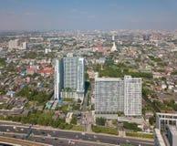 Gratte-ciel à Bangkok du centre avec le ciel bleu, Thaïlande image libre de droits