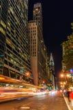 Gratte-ciel à Manhattan, NYC, la nuit Photo stock