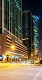 Gratte-ciel au centre du noyau du centre à Singapour la nuit Photos stock