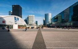 Gratte-ciel au district des affaires de l'ouest de Paris, France photographie stock libre de droits