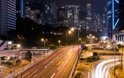 Gratte-ciel avec le feu de signalisation Photos libres de droits