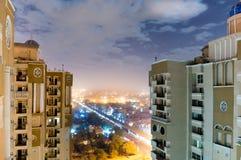 Gratte-ciel avec le paysage urbain de noida montrant entre eux Images stock