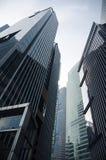 Gratte-ciel ayant beaucoup d'étages en verre de bâtiment de bleu en acier, architecture industrielle Images stock