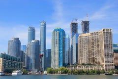 Gratte-ciel ayant beaucoup d'étages à Toronto, Canada Image libre de droits