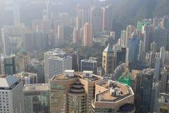 Gratte-ciel, bâtiments, route en ville de Hong Kong Photos libres de droits