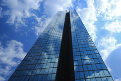 Gratte-ciel bleu Images libres de droits