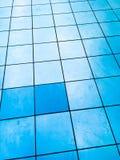 Gratte-ciel bleu en verre illustration stock