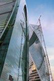 Gratte-ciel construit moderne bleu de structure Photos libres de droits