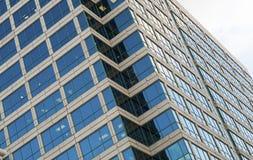 Gratte-ciel d'immeuble de bureaux image stock