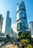 Gratte-ciel dans Amirauté le long de Queensway en Hong Kong City Images libres de droits