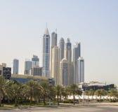 Gratte-ciel dans la marina de Dubaï Photos stock