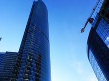 Gratte-ciel dans la ville de Moscou Complexe architectural de bureau et de bâtiments résidentiels photographie stock