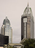 Gratte-ciel dans le mobile Photographie stock libre de droits