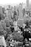 Gratte-ciel de ci-dessus en photo noire et blanche de New York images libres de droits