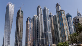 Gratte-ciel de Dubaï de dessous Photographie stock