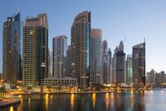 Gratte-ciel de gratte-ciel de marina de Dubaï Images stock