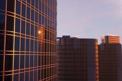 gratte-ciel de l'illustration 3D d'une vue d'angle faible Bâtiments en verre d'architecture hauts Gratte-ciel dans un secteur de  illustration stock