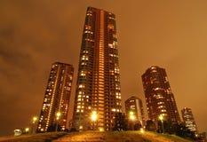 Gratte-ciel de nuit photos libres de droits