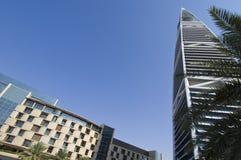 Gratte-ciel de points de repère et bâtiments de capital de ville de Riyadh de SA photos stock