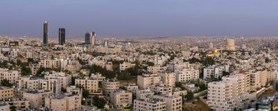 Gratte-ciel de région d'Abdali à Amman Images libres de droits