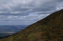 Gratte-ciel de sommet de montagne photographie stock libre de droits
