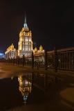 Gratte-ciel de Stalin - bâtiment résidentiel sur le remblai de Kotelnicheskaya à Moscou Photographie stock