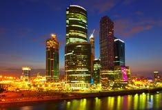 Gratte-ciel de ville de Moscou photos stock