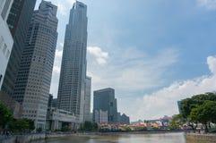 Gratte-ciel de ville de Singapour avec la rivière de Singapour Photographie stock