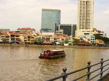 Gratte-ciel en verre de Singapour, gratte-ciel sur la rue Photographie stock