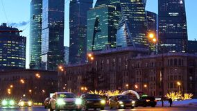Gratte-ciel futuristes modernes de ville de Moscou banque de vidéos