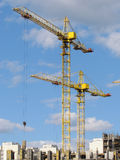 gratte-ciel Haut-en construction en cours. Photo stock
