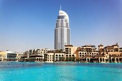Gratte-ciel, lac Burj Dubaï, Dubaï Photo stock