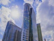 Gratte-ciel modernes communs d'affaires Images stock