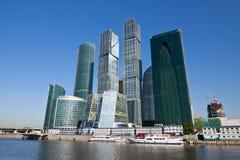 Gratte-ciel modernes d'affaires dans la ville de Moscou Photos libres de droits