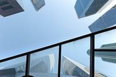 Gratte-ciel modernes dans le district financier images stock