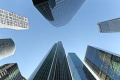 Gratte-ciel modernes dans le district financier image stock
