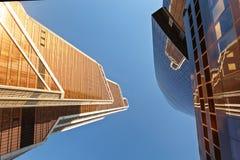 Gratte-ciel modernes dans le district financier photos stock