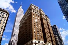 Gratte-ciel par beau temps de New York photo stock