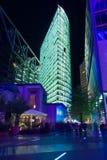 Gratte-ciel sur Postadmer Platz à l'éclairage de nuit Images libres de droits