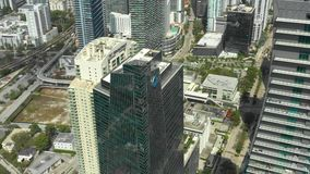 Gratte-ciel visuels aériens Miami du centre et Brickell Tiré avec un bourdon élevé dans 4k clips vidéos
