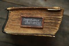 Gratulacje absolwentów pomysł, rocznika styl Fotografia Royalty Free
