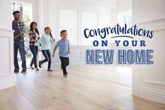 Gratulacje Na Twój Nowym domu rodzina się Zdjęcie Royalty Free