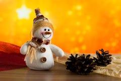 Gratulerar den felika snögubben för jul Royaltyfri Fotografi
