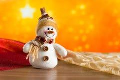 Gratulerar den felika snögubben för jul Royaltyfria Bilder
