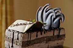 gratuluję czekoladowego ciasta, Zdjęcie Stock
