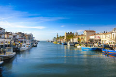 Grau du Roi stad en haven tijdens een zonnige dag in Frankrijk Royalty-vrije Stock Afbeeldingen