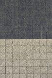 Grau gegenüberstellend, deckt Hintergrund mit Ziegeln Stockfotografie