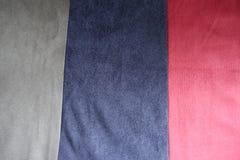 Grau, Marine und rote vertikale Streifen des künstlichen Veloursleders zusammen genäht Lizenzfreie Stockfotografie